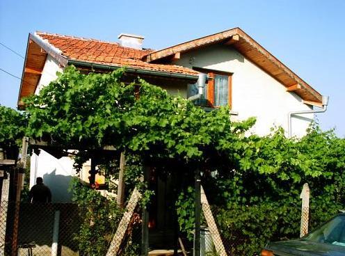 35924 Дом, Драганово, Бургас (Болгария).
